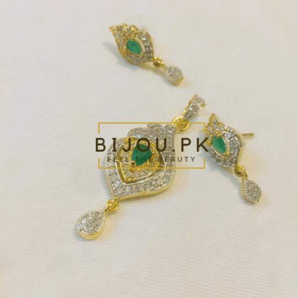 Emerald & Zircon Pendant set online in Pakistan